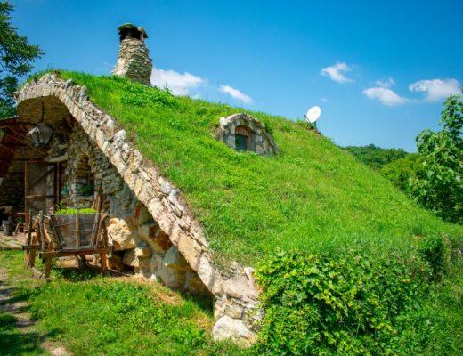 Каменните къщи, Карлуково