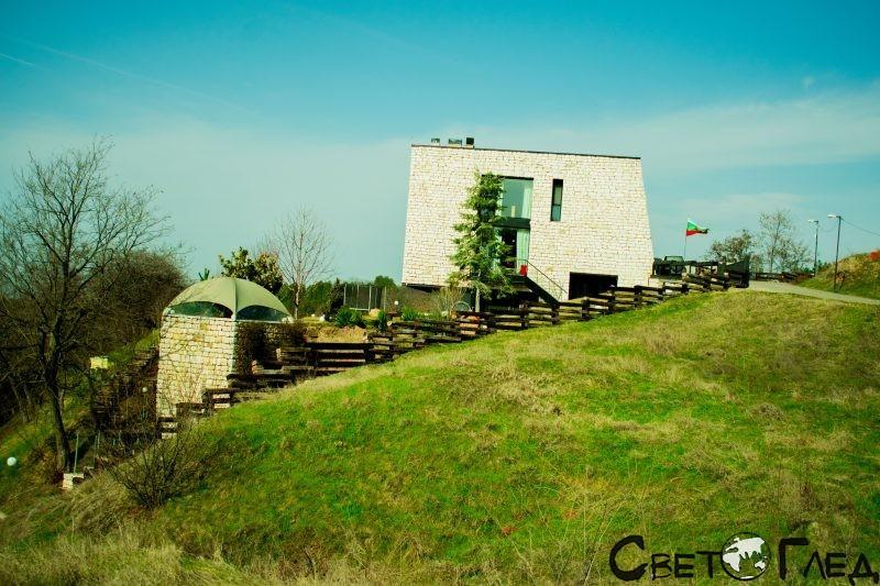 село Локорско, къща в края на селото