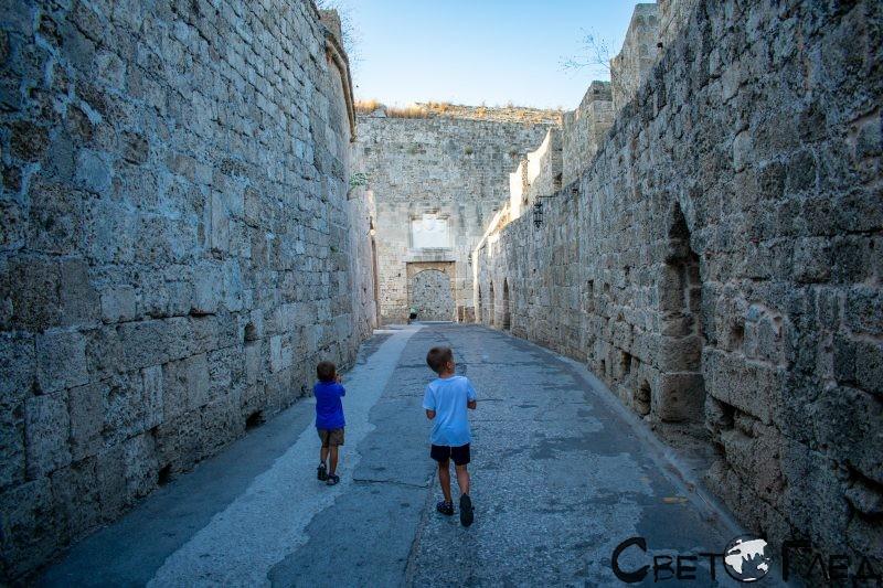 Стените на Стария град Родос