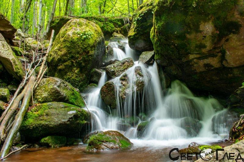 Към Водния скок, Копренските водопади