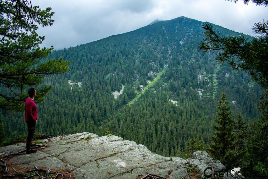 Панорамната скала по пътя към х. Марица