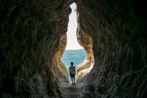Пещера Утробата